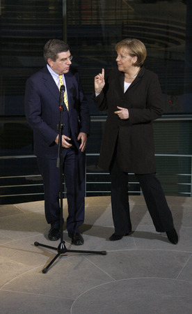 thomas: Thomas Bach, BKin Angela Merkel - Ceremony of the IOC Trophy to the Chancellor, the Federal Chancellery, January 28, 2008, Berlin-Tiergarten. Editorial