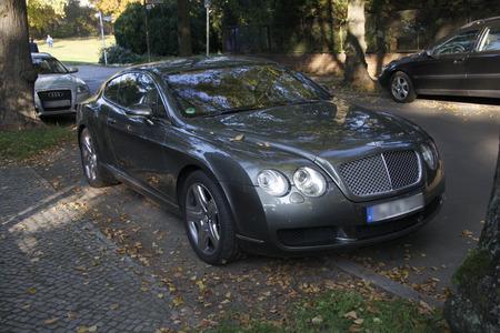 gt: Bentley Continental GT, Berlin-Dahlem.