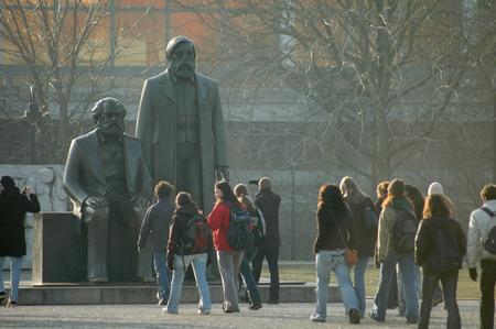 marx: Marx-Engels monument, Berlin-Mitte.