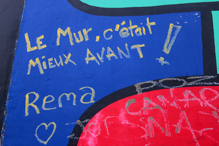 avant: L Mur, c etait mieux avant - graffiti, East Side Gallery, Berlin. Editorial