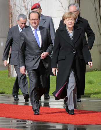 honors: Francois Hollande, BKin Angela Merkel - Meeting of German Chancellor and the French President, reception with military honors, the Federal Chancellery, 31 March 2015, Berlin..