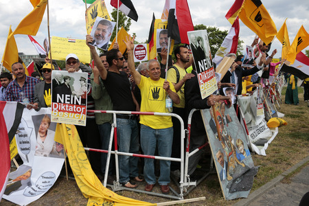 chancellerie: Demonstration against the visit of Egyptian President Abd al-Fattah Sisi as in Germany, the Federal Chancellery, June 3, 2015, Berlin. �ditoriale