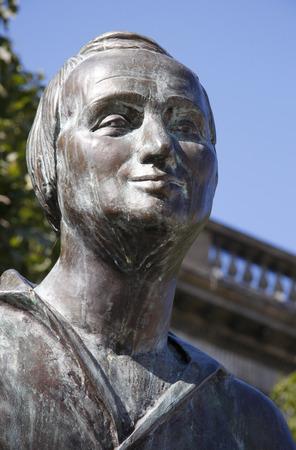 den: Heinrich Heine statue, Unter den Linden, Berlin-Mitte.