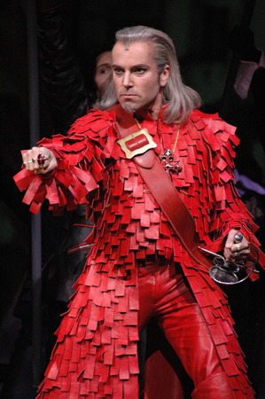 alexandre: Uwe Kroeger as Cardinal Richelieu - musical Three Musketeers - the Musical based on a novel by Alexandre Dumas, Director: Paul Eenens, Theatre of the West, Premiere: April 6, 2005, Berlin-Charlottenburg.