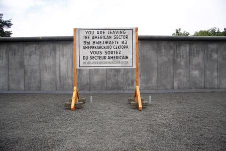 mauer: neues Aussenset im Filmpark Babelsber: eine Filmulisse, die die Berliner Mauer darstellt, 28. Mai 2009, Potsdam-Babelsberg.