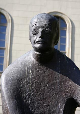 planck: Max Planck-Statue, Humboldt Universitaet, Unter den Linden, Berlin-Mitte.