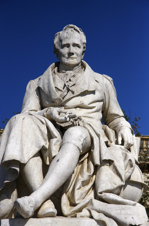 alexander: Alexander von Humboldt-Statue, Humboldt Universitaet, Unter den Linden, Berlin-Mitte. Editorial