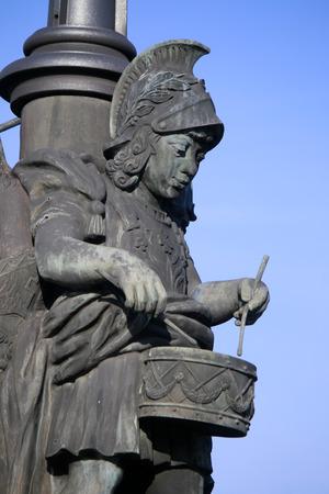 figur: Trommler-Skulptur auf der Marschallbruecke, Berlin-Tiergarten.