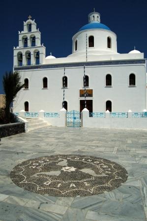 kyklades: Greek Orthodox church in Oia, Santorini, Greece