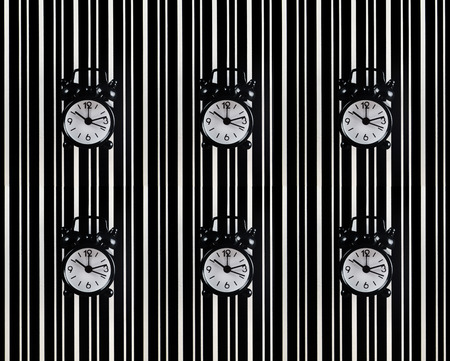 The symbol of the time is the alarm clock on the background of the diffraction bands.Black alarm clock symbolizes time, black diffraction strips on a white background quantum uncertainty Banque d'images - 107452630