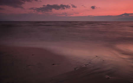 Pink fantastic landscape similar to Mars in a late quiet evening on Lake Baikal in Russia Banque d'images