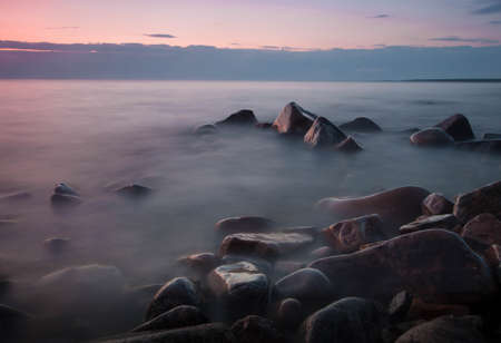 Pink lake landscape with boulders on lake baikal in Russia Banque d'images