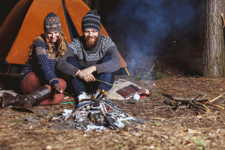Couple tent camping in the wilderness Imagens