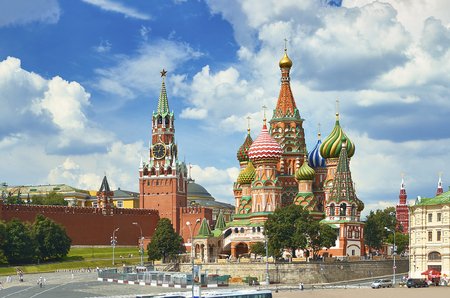 View on Moscow Red Square, Kremlin towers, stars and Clock Kuranti, Saint Basil's Cathedral church. Hotel Russia Moscow Red Square Panorama. Moscow holidays holiday tours famous sightseeing points Archivio Fotografico