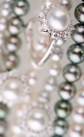 brilliants: Beads and ring from pearls and brilliants