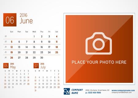 calendario da tavolo: Desk Calendar 2016. Vector modello di stampa. Giugno. Settimana Inizia Domenica