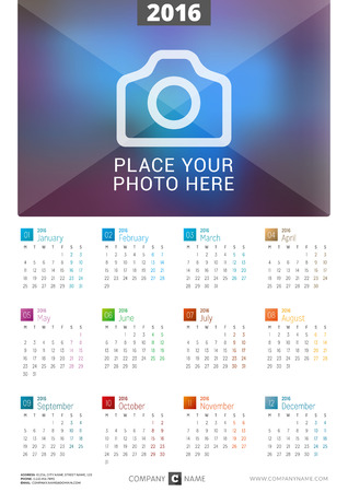 kalendarz: Kalendarz ścienny na 2016 rok plakatu. Szablon wektora z miejsca dla druku Zdjęcia. Tydzień zaczyna się w poniedziałek Ilustracja