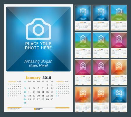 calendario: Pared Calendario mensual para el A�o 2016. Dise�o vectorial plantilla de impresi�n con lugar para la foto. Fondo Oscuro. La semana comienza el domingo. 3 Meses de p�gina. Conjunto de 12 Meses