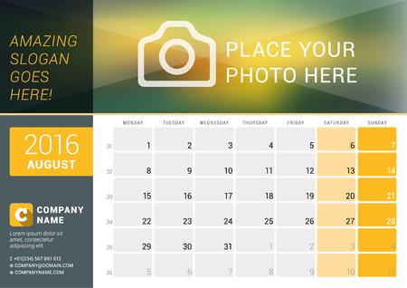 calendario: Agosto 2016. calendario de escritorio para el 2016 A�o. Dise�o vectorial plantilla de impresi�n con lugar para las fotos, e informaci�n de contacto. La semana comienza el lunes. Calendario de cuadr�cula con n�meros de semana y el lugar de Notas