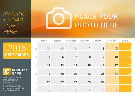 calendario: Septiembre de 2016. calendario de escritorio para el 2016 A�o. Dise�o vectorial plantilla de impresi�n con lugar para las fotos, e informaci�n de contacto. La semana comienza el lunes. Calendario de cuadr�cula con n�meros de semana y el lugar de Notas Vectores