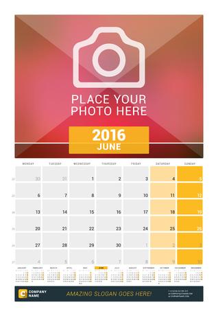 calendario: Junio ??de 2016. Calendario de pared mensual para 2016 A�o. Dise�o vectorial plantilla de impresi�n con lugar para las fotos y A�o Calendario. La semana comienza Lunes