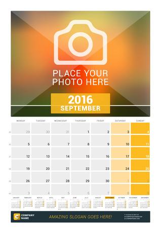 calendario: Septiembre de 2016. Calendario de pared mensual para el 2016 A�o. Dise�o vectorial plantilla de impresi�n con lugar para las fotos y A�o Calendario. La semana comienza Lunes