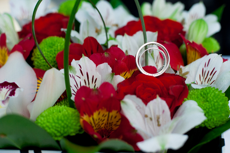 Engagement rings made of silver on the wedding bouquet