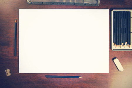 Schets potloodtekening presentatie mockup leeg papier - neem uw eigen kunst Stockfoto