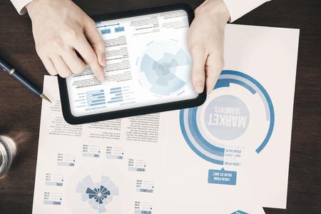 Close-up van zakelijke documenten begrip wijst digitale tablet Stockfoto