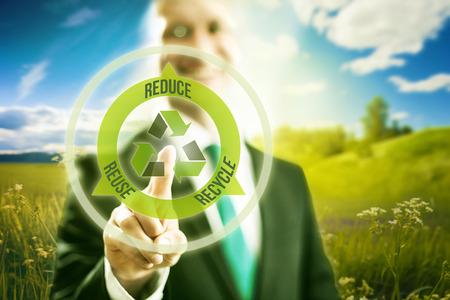 Dringende virtuele scherm selecteren recycleer symbool, schone technologie