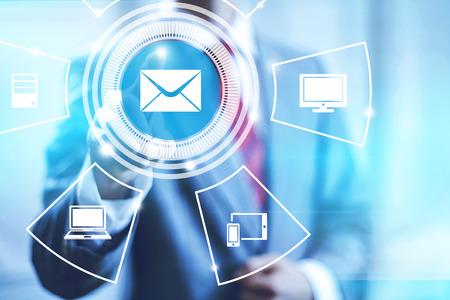 E-mail concept van wijzende vinger selecteren mail icon