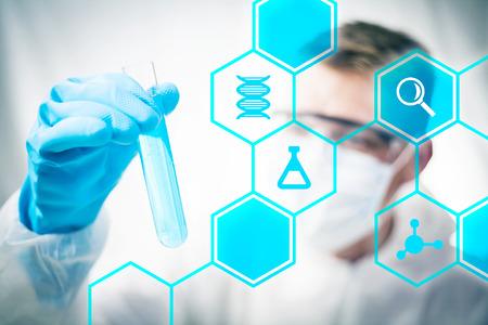 investigador cientifico: La investigaci�n m�dica y la ciencia qu�mica Foto de archivo