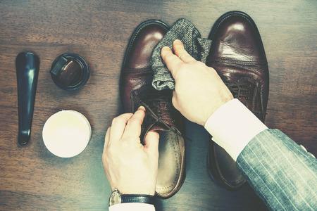 Formele zakelijke mannen lederen schoenen schijnt
