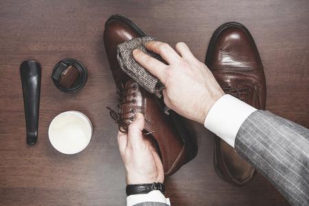 zapato: Hombres de negocios zapatos de cuero formales brillantes Foto de archivo