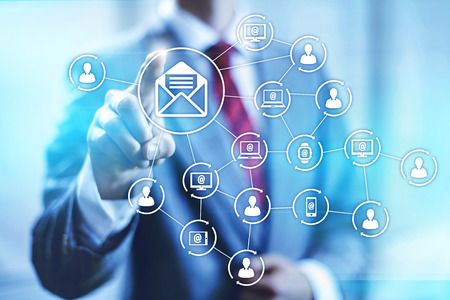 mercadotecnia: El email marketing conectividad ilustración concepto de negocio Foto de archivo