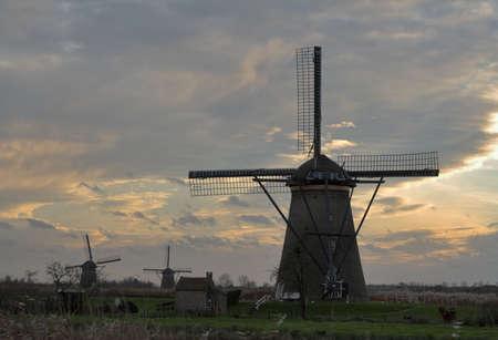 Windmolens in zonsondergang - Kinderdijk, de Netherlarnds Stockfoto - 1736496