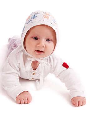bebe gateando: cute poco beb� de rastreo; aislados en fondo blanco