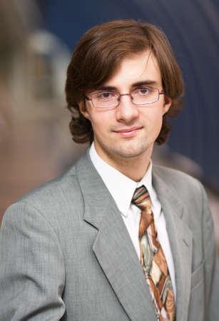 oficinista: Pareja de adultos hombre vestido con un traje gris