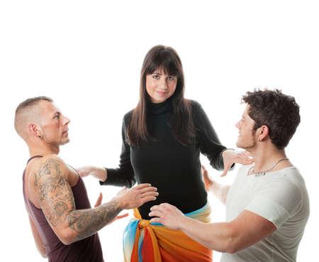 trio: Dos chicos que muestra su admiraci�n por una chica bonita