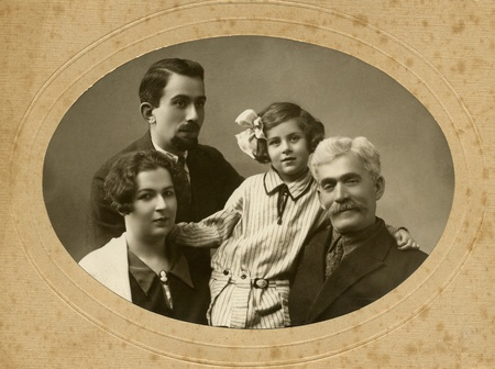 Family portrait, people of all ages, circa 1911.