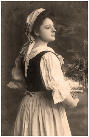 A vintage photo portrait from 1902 of  Russian women. Standard-Bild