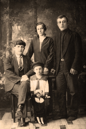 Family portrait, people of all ages, circa 1912.