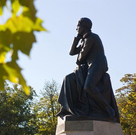 pyatigorsk: Pyatigorsk, Russia-12 ottobre 2014: Il migliore del monumento russo Lermontov in Pyatigorsk, Caucaso settentrionale, Russia (opera dello scultore Opekushin, 1889)