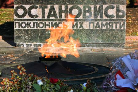 pyatigorsk: PYATIGORSK, RUSSIA - novembre 3,2014: Masterizzazione fiamma eterna in Piazza Lenin, novembre 3,2014 in Pyatigorsk, Russia.