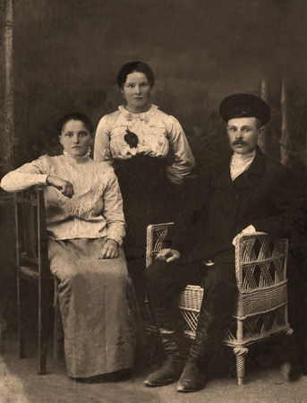 russian ethnicity: A vintage photo portrait from 1912 of Russian family.