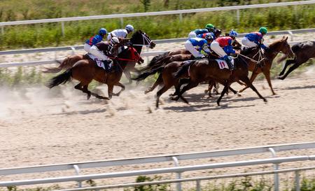 corse di cavalli: La corsa per il premio del Derby, Russia. Archivio Fotografico