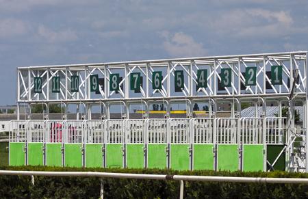 carreras de caballos: Inicie puertas para carreras de caballos.