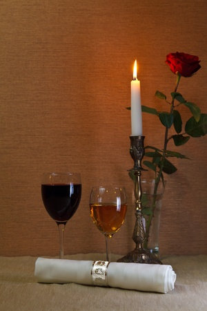 glass of red and white wine photo