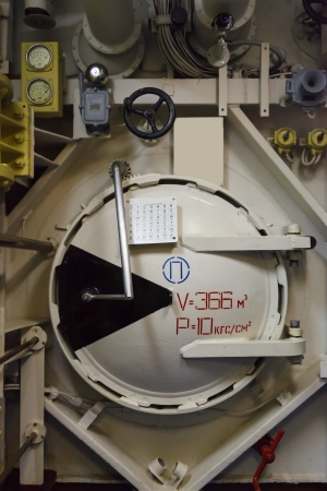 Round bulkhead door on a submarine Stock Photo - 15660177