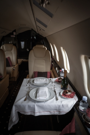 Luxury interior aircraft business aviation decorated table Standard-Bild
